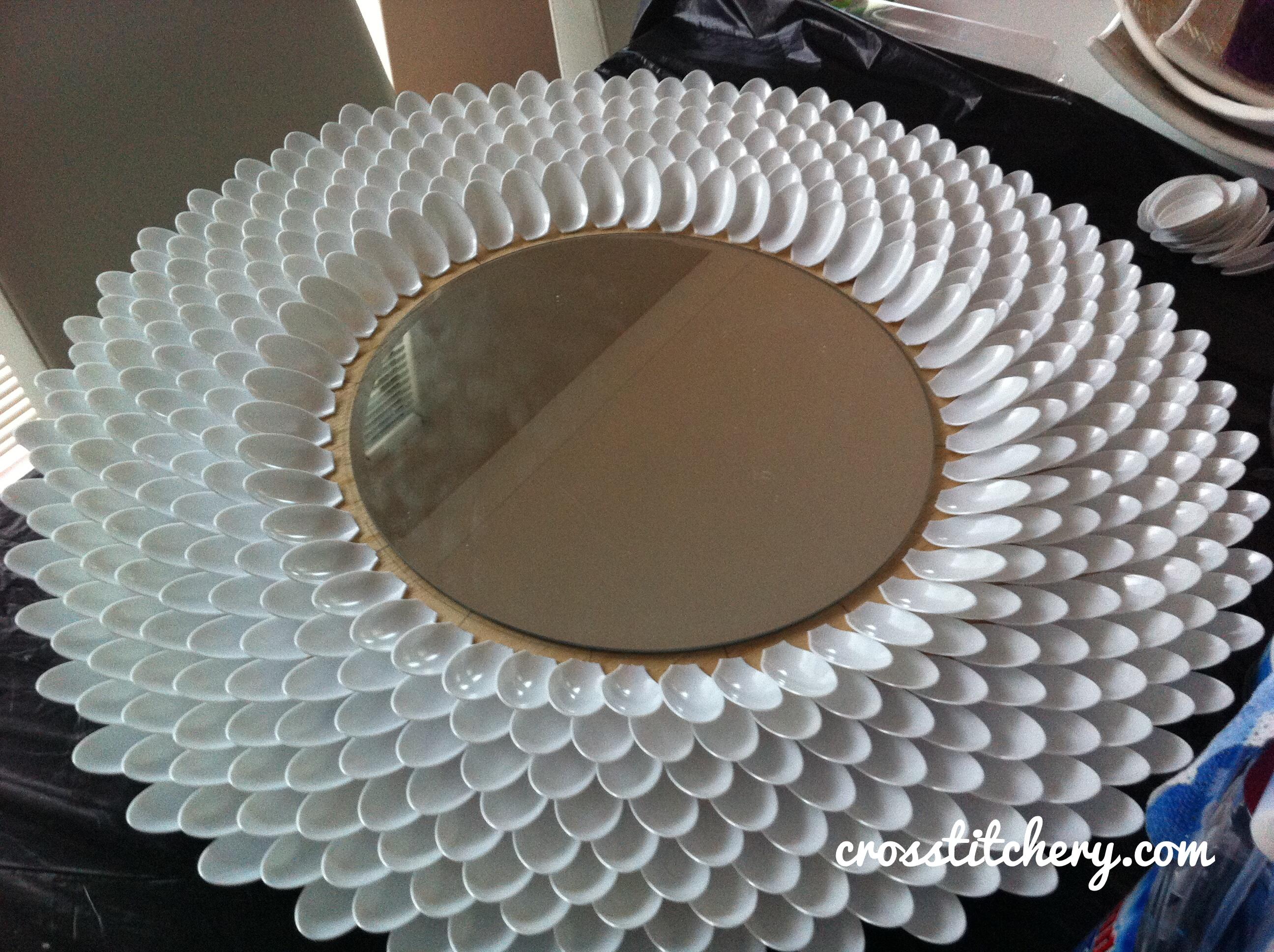 Diy decor crosstitchery for Plastic spoon flower mirror